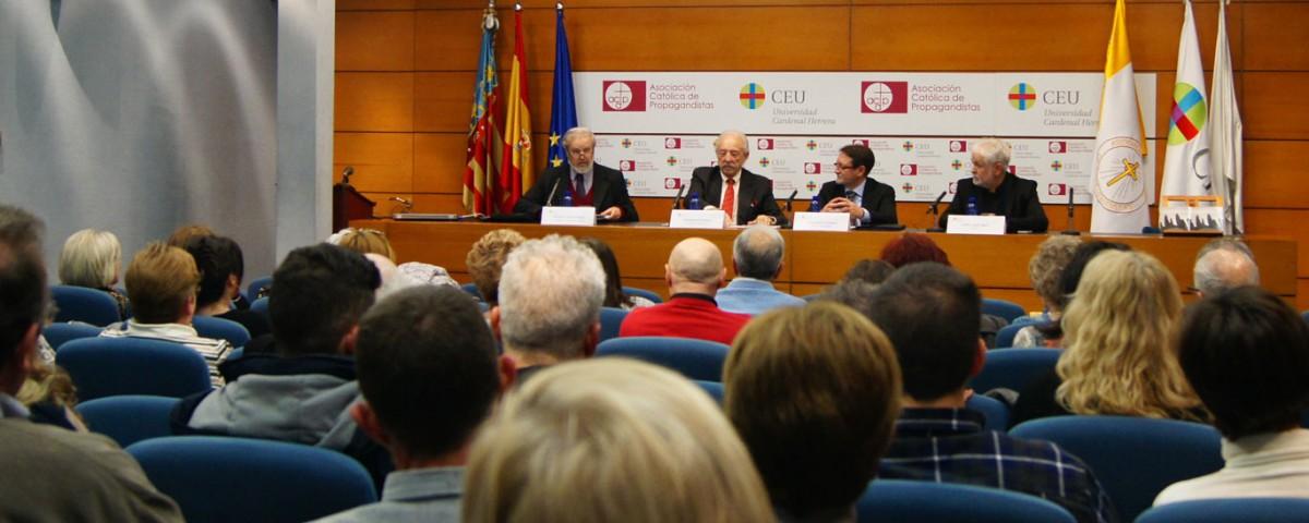 Presentación del fotolibro Guerreros en el CEU